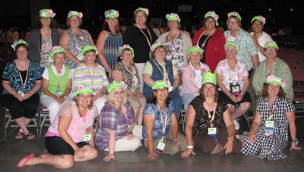 green-hat-ladies lovenstampfuls Convention group 2011