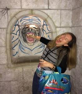 downtown-aquarium-tiger-biting-me